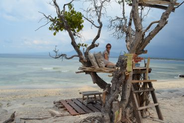 tree-house-by-the-beach-on-gili-air